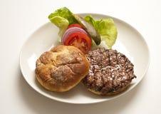 Hamburger auf Platte Lizenzfreie Stockfotografie