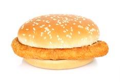 Hamburger avec de la viande de poulet sur un fond blanc Images libres de droits