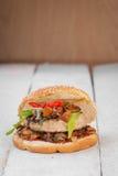 Hamburger avec des champignons de chanterelle Photo libre de droits