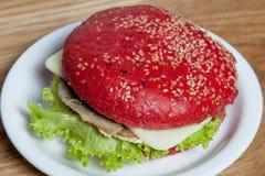 Hamburger avec du porc bouilli par légume photos libres de droits