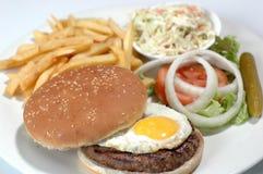 Hamburger avec l'oeuf d'oeil Photos stock
