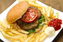 Hamburger babeczka z dłoniakami obraz royalty free