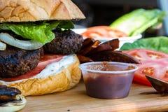 Hamburger basato pianta fotografie stock