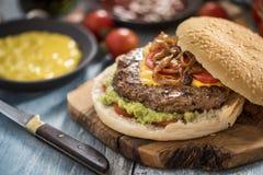 Hamburger casalingo saporito Immagine Stock