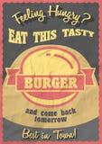 Hamburger chaud, savoureux, délicieux Rétro conception promotionnelle d'affiche avec le signe d'hamburger de style de vintage Images libres de droits