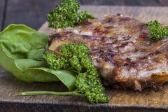 Hamburger com alface   Fotografia de Stock