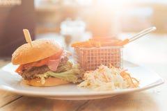 Hamburger con il tramonto Fotografia Stock Libera da Diritti