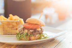 Hamburger con il tramonto Immagine Stock Libera da Diritti