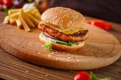 Hamburger con la cotoletta della carne Fotografie Stock
