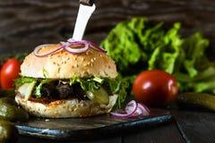 Hamburger con le fette del manzo Fotografia Stock Libera da Diritti