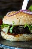 Hamburger con le fette del manzo Immagine Stock