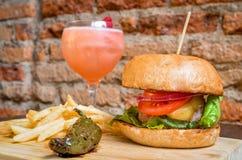 Hamburger con le fritture Immagini Stock