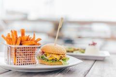 Hamburger con le patate dolci Fotografie Stock