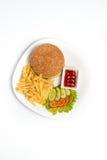 Hamburger con le patate fritte su un fondo bianco Immagini Stock Libere da Diritti