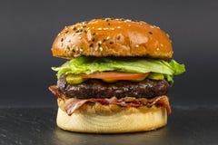 Hamburger délicieux de porc avec du jambon Images libres de droits