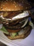 Hamburger d'oeufs de lard images stock
