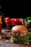 Hamburger de boeuf avec du fromage bleu photographie stock