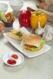 Hamburger de fromage de poulet Photographie stock libre de droits