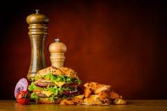 Hamburger degli alimenti a rapida preparazione e spazio della copia Fotografie Stock
