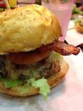 Hamburger del BBQ con formaggio Immagine Stock Libera da Diritti