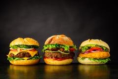 Hamburger del cheeseburger, dell'hamburger e del pollo Immagini Stock