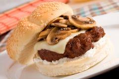 Hamburger dello svizzero & del fungo Immagine Stock