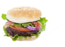 Hamburger do bacon isolado no branco Imagens de Stock Royalty Free