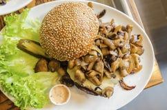 Hamburger do cogumelo Fotos de Stock