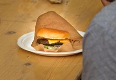 Hamburger in document Stock Foto's