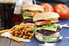 Hamburger e fritadas Fotografia de Stock Royalty Free