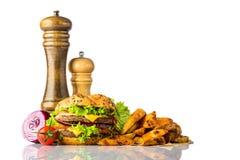 Hamburger e fritture con lo spazio della copia su fondo bianco Fotografia Stock
