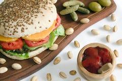 Hamburger e ketchup del Veggie fotografie stock