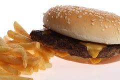 Hamburger e patate fritte Immagini Stock