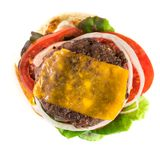 hamburger e patate fritte casalinghi di Superiore vista immagini stock libere da diritti