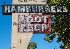 Hamburger e refrigerante root beer imagens de stock royalty free
