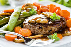 Hamburger e verdure Fotografie Stock Libere da Diritti