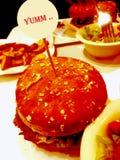 Hamburger ed insalata Fotografie Stock