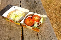 Hamburger in een doos Royalty-vrije Stock Foto's