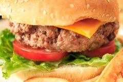 Hamburger em um bolo Imagens de Stock
