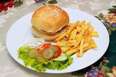 Hamburger en gebraden gerechten stock foto's