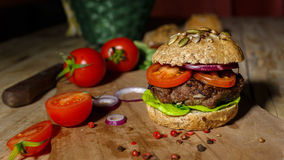 Hamburger en Geheel Tarwebrood Royalty-vrije Stock Afbeelding