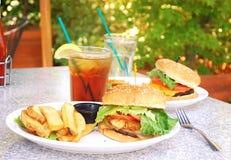 hamburger esterni fotografia stock libera da diritti