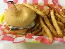 Hamburger et fritures Photographie stock