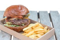 Hamburger et fritures de boeuf Photos stock