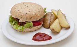 Hamburger et pommes de terre Image libre de droits