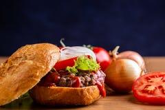 Hamburger fait à la maison délicieux images libres de droits