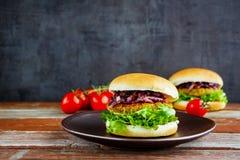 Hamburger fait maison de viande images stock