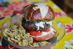 Hamburger fatto a mano Immagini Stock Libere da Diritti