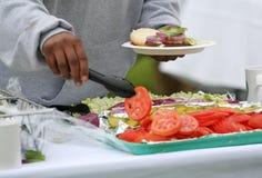 Hamburger (Fokus auf Hamburger) Lizenzfreie Stockfotografie