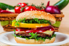 Hamburger with fresh vegetables Stock Photography